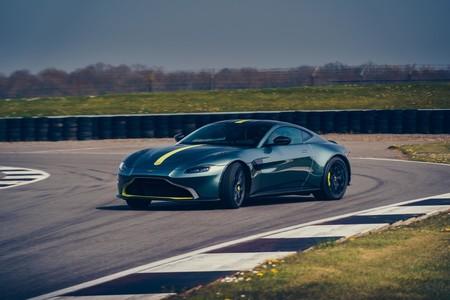 Aston Martin Vantage AMR da pie para salvar a los coches manuales