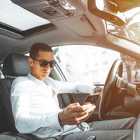 """La DGT se pone seria con Google Maps y Waze y plantea """"impedir, dificultar o limitar"""" su uso con los controles policiales"""