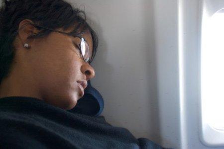 Pasajera olvidada en un avión