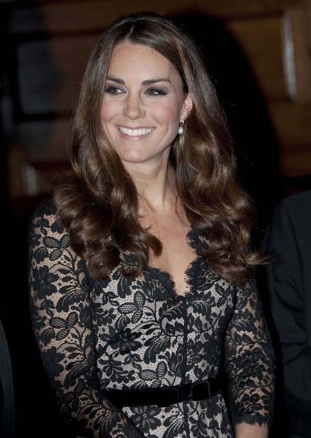 Kate Middleton sabe cómo vestir de gala con encaje negro