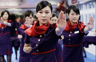 20.000 azafatas chinas aprenden Kung Fu