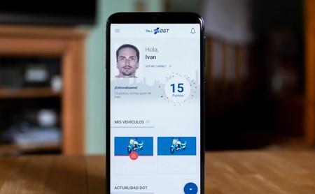 Probamos 'mi DGT', la aplicación oficial de la DGT que permite llevar el carnet de conducir en el móvil