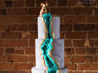 Estos pasteles de boda en forma de geodas son espectaculares
