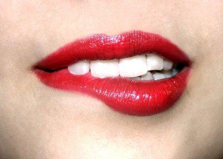 Consigue en tus labios el efecto de boca mordida