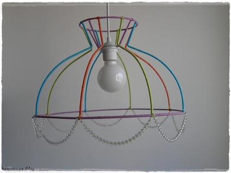 lámpara con la estructura a la vista