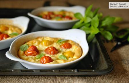Clafoutis de tomates cherry y queso feta, receta fácil y sin complicaciones