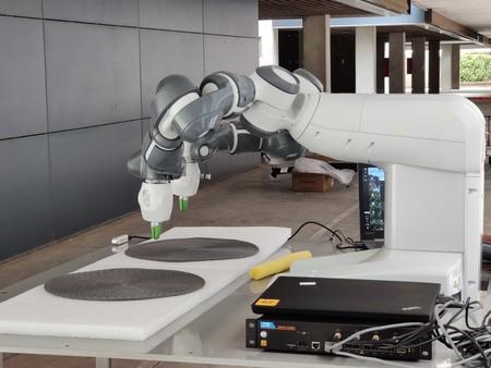 El brazo robótico manejado a través del 5G de Orange
