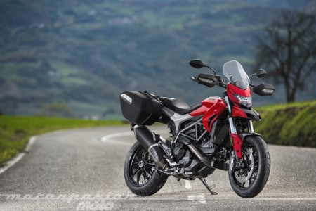 Ducati Hyperstrada 939 008