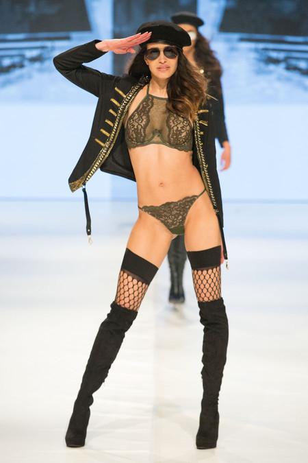Hunkemöller presenta su nueva colección con un desfile al más puro estilo Victoria's Secret (y con Doutzen Kroes como invitada)