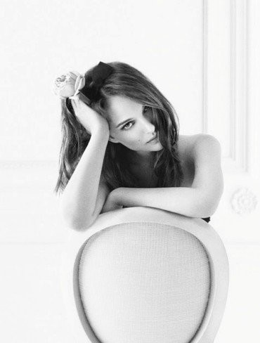 """Miss Dior Chérie tiene nueva imagen y la protagonista condena """"sine die"""" a Galliano"""