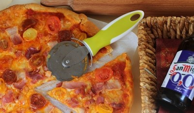 Una pizza casera para aprovechar los embutidos sobrantes