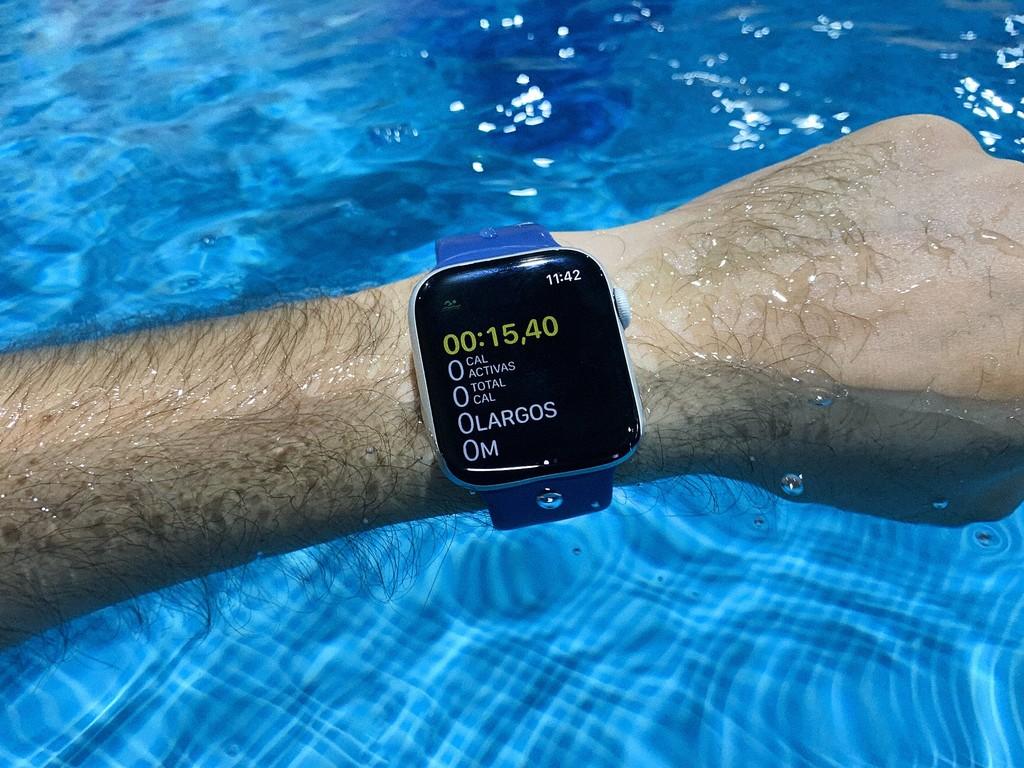 Entrenar con el <stro />Apple℗</strong> Watch Series 4, así se comporta dentro de la piscina y en carreras&#8221;>     </p> <div class=