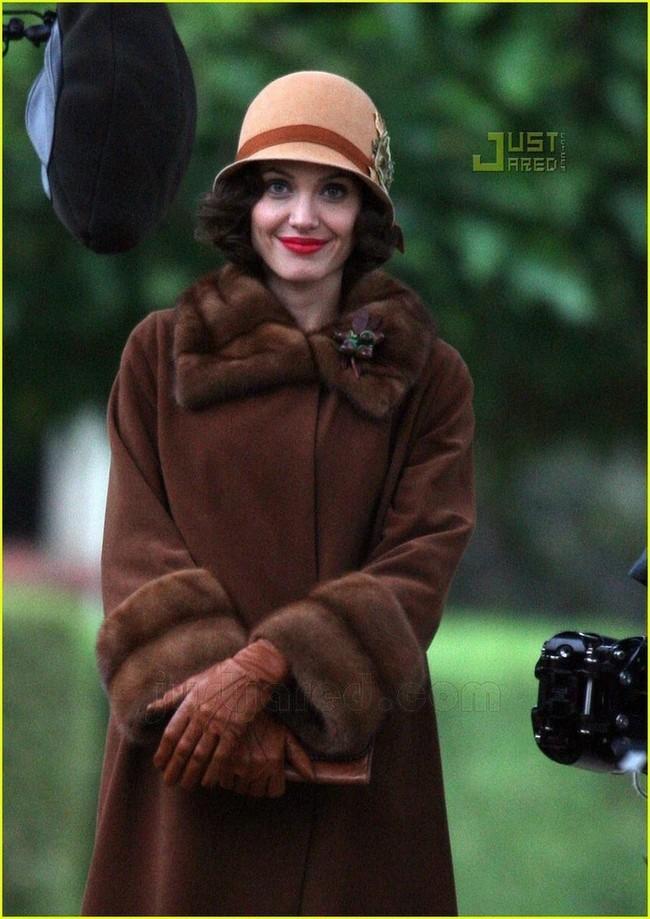Angelina Jolie en el set de 'The Changeling' de Clint Eastwood