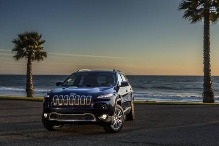 Jeep Cherokee en la playa