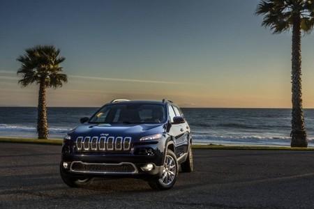 Jeep Cherokee en la playa