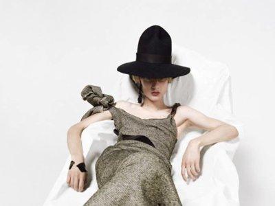 El andrógino Roan Loach protagoniza el lookbook de Maison Margiela para la próxima primavera