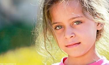 Janna vive en Gaza, tiene diez años y es las reportera de guerra más joven del mundo