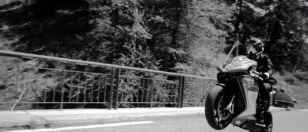 Más ciencia-ficción para vender una moto, ahora le toca a MV Agusta