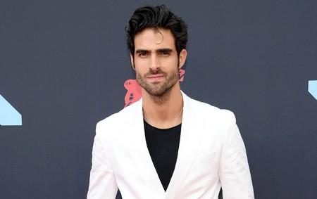Juan Betancourt apuesta por el blanco y negro en la red carpet de los MTV VMA's