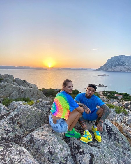 Las zapatillas deportivas se llevan en pareja: siete modelos unisex para lucir como Chiara Ferragni y Fedez