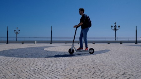 Aprovecha para comprar el patinete eléctrico más vendido de Xiaomi a precio de derribo en eBay: Mi E-Scooter M365 por 287 euros
