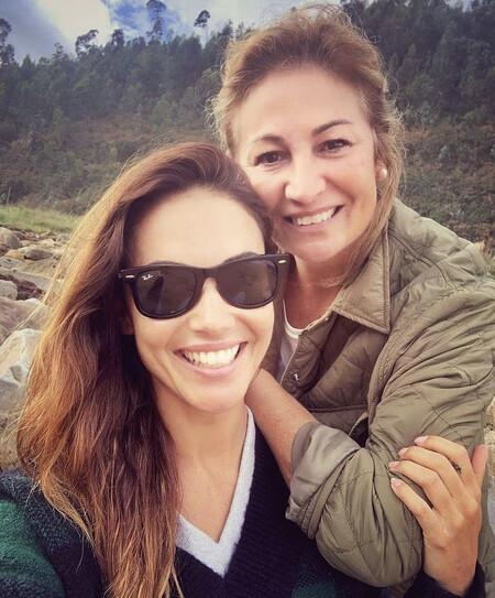 Lara Álvarez comparte una foto con su madre y las redes estallan por este impactante detalle
