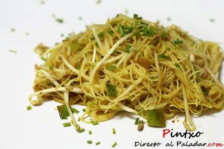 Receta de noodles de arroz al curry con soja