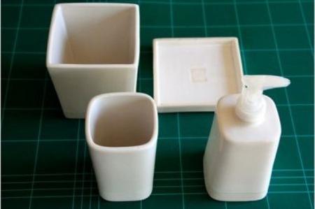 Hazlo tú mismo: decora tus accesorios de baño con dibujos geométricos de Mondrian