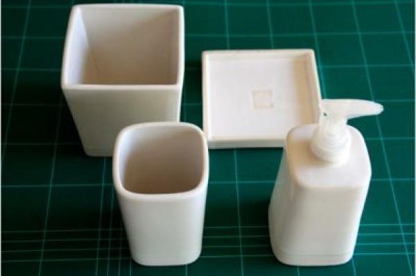 Hazlo t mismo decora tus accesorios de ba o con dibujos for Accesorios bano porcelana