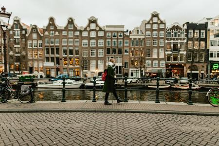 Ámsterdam quiere convertirse en una ciudad de peatones: eliminará 11.000 aparcamientos para 2025