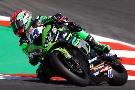 Lucas Mahias le gana a Isaac Viñales una caótica carrera de Supersport en Magny-Cours