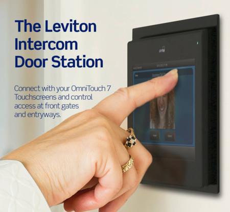 El Leviton Intercom Door Station añade pantalla táctil y mejora los sistemas de intercomunicación