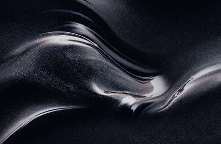La cosmética se pasa al negro