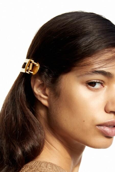 La nueva colección de pinzas de Zara nos ayudará a recogernos la melena y desprender estilo con muy poco