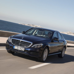 mercedes-c-200-bt-exclusive-line-canvasitblau