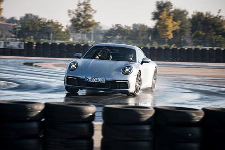 Porsche 911 992 en mojado