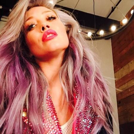 Hilary Duff, del verde al rosa y me tiño porque me toca y la Reina Letizia corta por lo sano