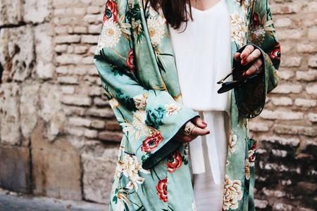 Kourtney Kardashian viste de Zara (como el resto de los mortales) y cae en la tentación del famoso kimono a flores