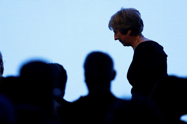 """""""Muerta como un dodo"""": el golpe interno del partido conservador contra Theresa May"""