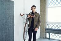 Zara se sube a la bici para la colección de hombre de septiembre