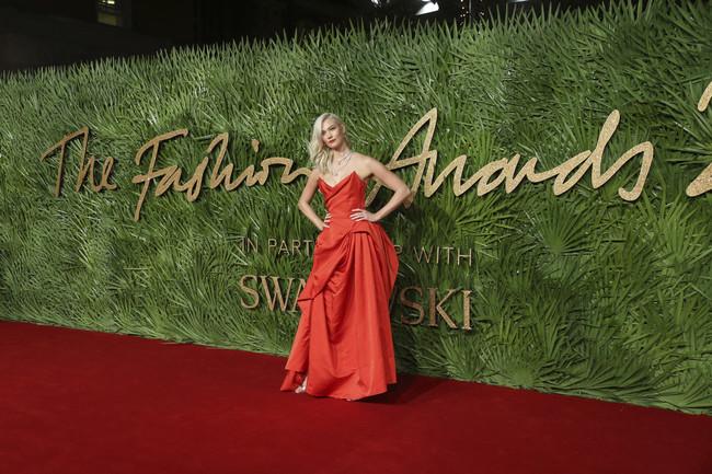 british fashion awards alfombra roja Karlie Kloss