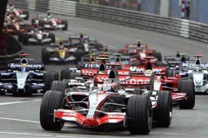 Alonso lidera la carrera