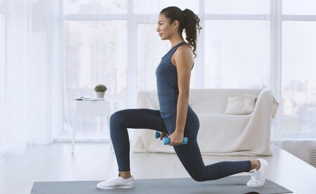 Cinco ejercicios con mancuernas para entrenar las piernas en casa