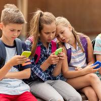 """""""Niñatos de 10 años con móviles de 600 pavos"""", la dura reflexión sobre los niños y adolescentes de hoy de la que todos hablan"""
