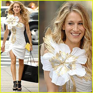 Flores en la solapa: ¿os atrevéis con el estilo de Carrie Bradshaw?
