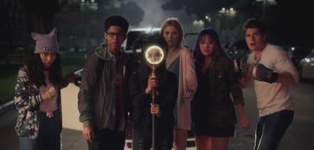El nuevo tráiler de 'Runaways' incluye superhéroes adolescentes y un dinosaurio: ¿qué puede salir mal?
