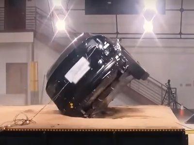Tesla intenta volcar un Model X para demostrar lo que hace un centro de gravedad bajo