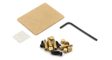 Piezas incluidas en el kit, entre las que podemos encontrar un protector de pantalla