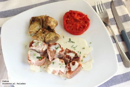 Tacos de solomillo de cerdo con alcachofas y salsa de queso. Receta