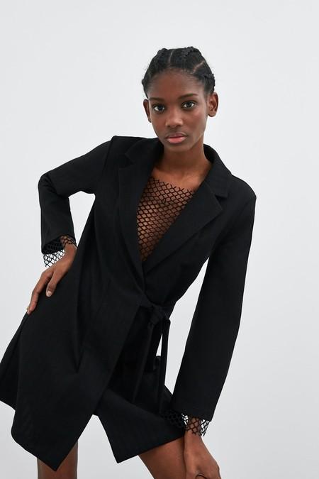 Zara tiene los 13 vestidos negros más ideales de la temporada. Un clásico del que nunca nos cansamos